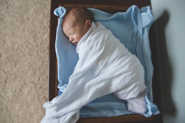 Milwaukee lifestyle newborn family photography